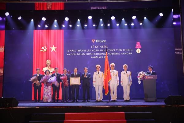 Kỉ niệm 10 năm thành lập, TPBank đón nhận Huân chương lao động Hạng Ba ảnh 1