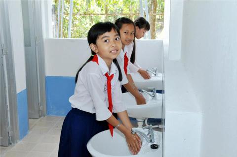 Cấp nước sạch và nhà vệ sinh trường học ở nông thôn được trú trọng ảnh 1