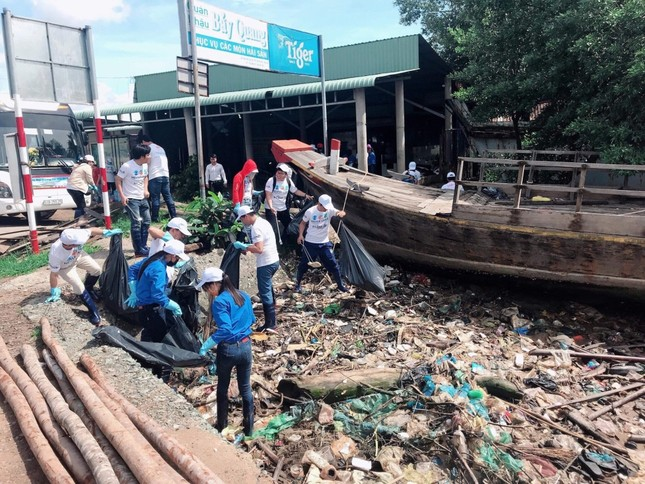 Công ty La Vie tổ chức chương trình tình nguyện ngày hội dọn rác ảnh 1