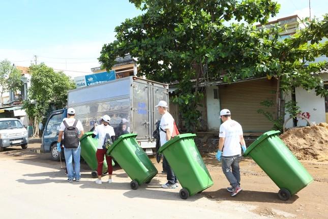 Công ty La Vie tổ chức chương trình tình nguyện ngày hội dọn rác ảnh 2