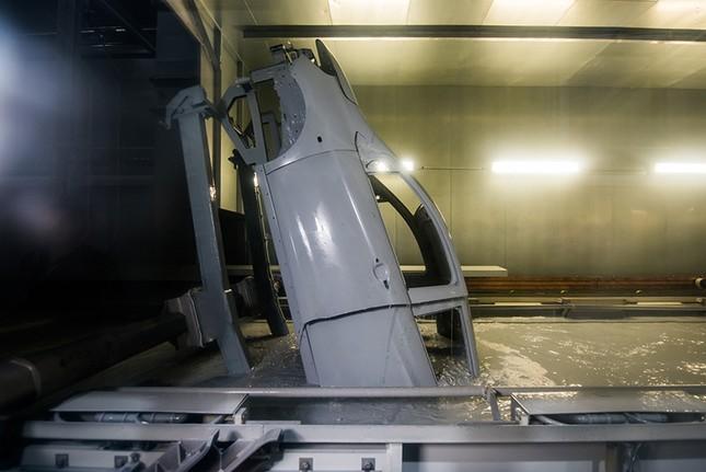 Khám phá xưởng sơn 'xanh - sạch - sang - xịn - mịn' nhà máy VinFast ảnh 7