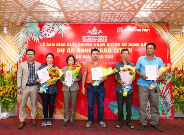 Việt Hưng Phát trao sổ hồng cho khách ở Boulevard City Bà Rịa – Vũng Tàu ảnh 1