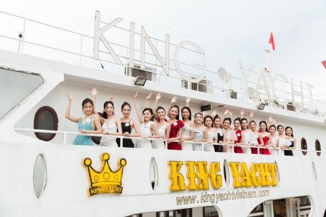 Thí sinh Miss World Việt Nam 2019 khoe dáng trên du thuyền King Yacht ảnh 1