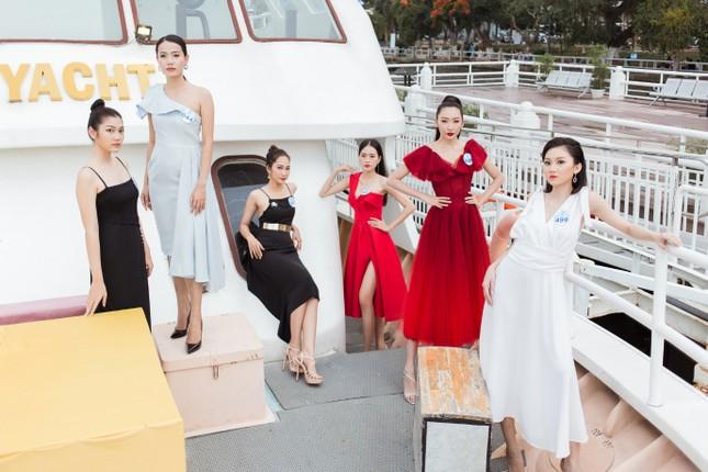 Thí sinh Miss World Việt Nam 2019 khoe dáng trên du thuyền King Yacht ảnh 2