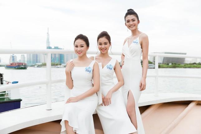 Thí sinh Miss World Việt Nam 2019 khoe dáng trên du thuyền King Yacht ảnh 3