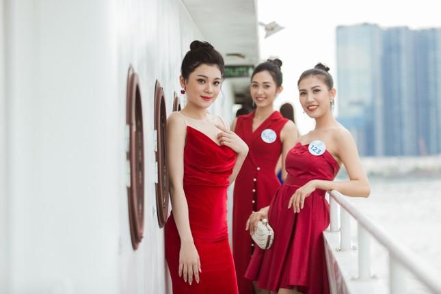 Thí sinh Miss World Việt Nam 2019 khoe dáng trên du thuyền King Yacht ảnh 4
