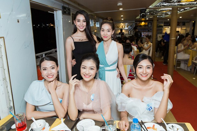 Thí sinh Miss World Việt Nam 2019 khoe dáng trên du thuyền King Yacht ảnh 6