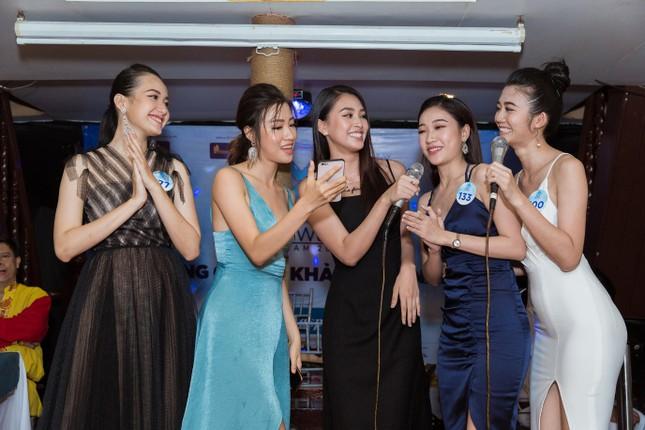 Thí sinh Miss World Việt Nam 2019 khoe dáng trên du thuyền King Yacht ảnh 7