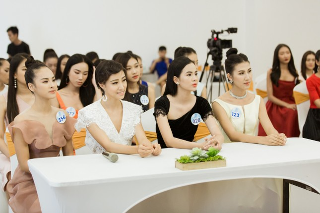 Trước đêm Chung kết, thí sinh Miss World Vietnam 2019 nhận được điều bất ngờ ảnh 1