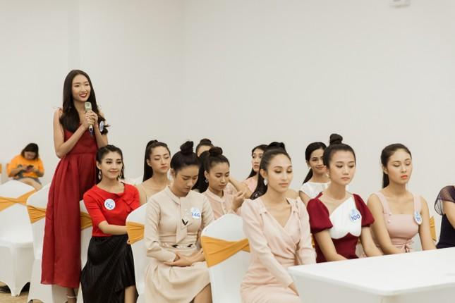 Trước đêm Chung kết, thí sinh Miss World Vietnam 2019 nhận được điều bất ngờ ảnh 3