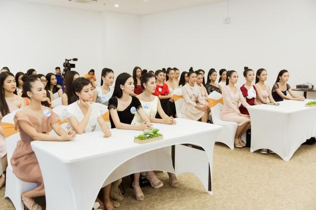 Trước đêm Chung kết, thí sinh Miss World Vietnam 2019 nhận được điều bất ngờ ảnh 5