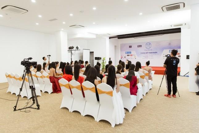 Trước đêm Chung kết, thí sinh Miss World Vietnam 2019 nhận được điều bất ngờ ảnh 6