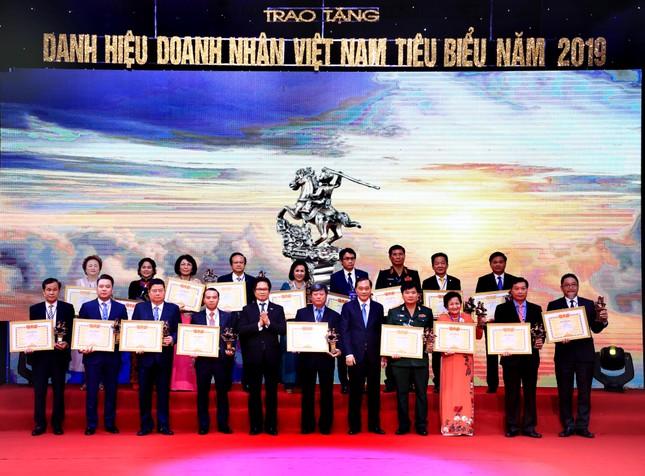 Madame Nguyễn Thị Nga: 'Doanh nhân Việt Nam tiêu biểu' – Cúp Thánh Gióng 2019 ảnh 1