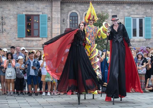 Lễ hội Phương Tây - đặc sản của du lịch Bà Nà Hills ảnh 4