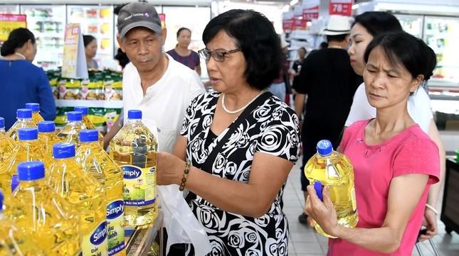 Khuyến mại khủng, khách un ùn đổ về các siêu thị Co.opmart tại Hà Nội ảnh 1