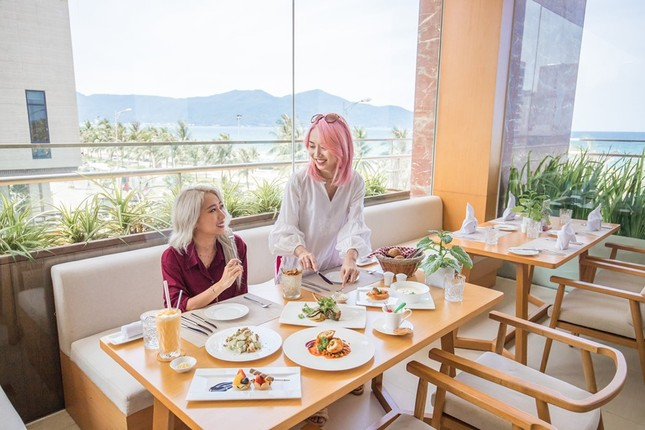 TMS Hotel Da Nang Beach tri ân khách hàng chào mừng sinh nhật ảnh 1