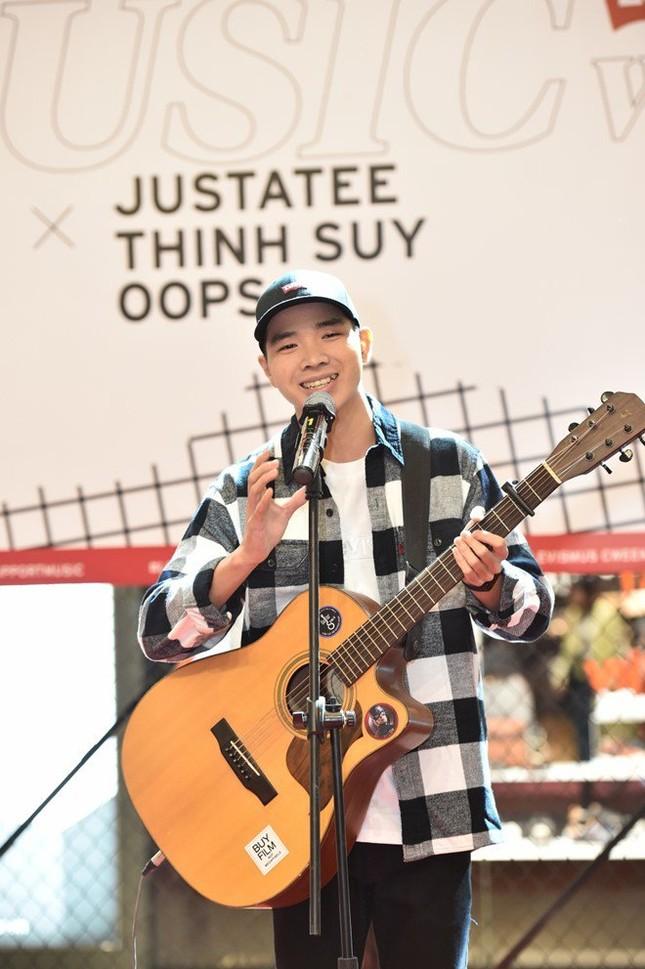 JustaTee, Thịnh Suy khuấy động khán giả Hà Nội trong đêm nhạc 'chill' hết cỡ ảnh 5