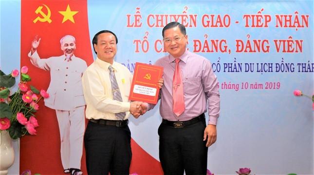 Lễ chuyển giao và tiếp nhận tổ chức Đảng và đảng viên của DongThap Tourist ảnh 1