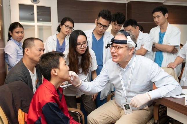 Bệnh viện Hồng Ngọc và Facing the World phẫu thuật dị tật từ thiện ảnh 1