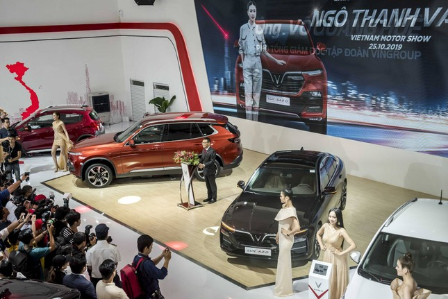 Bàn giao xe Lux SA2.0 giá 1,7 tỷ đồng cho đại sứ thương hiệu Ngô Thanh Vân ảnh 1