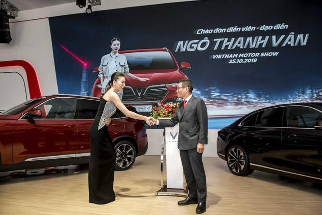 Bàn giao xe Lux SA2.0 giá 1,7 tỷ đồng cho đại sứ thương hiệu Ngô Thanh Vân ảnh 2