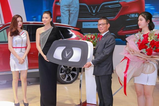 Bàn giao xe Lux SA2.0 giá 1,7 tỷ đồng cho đại sứ thương hiệu Ngô Thanh Vân ảnh 3