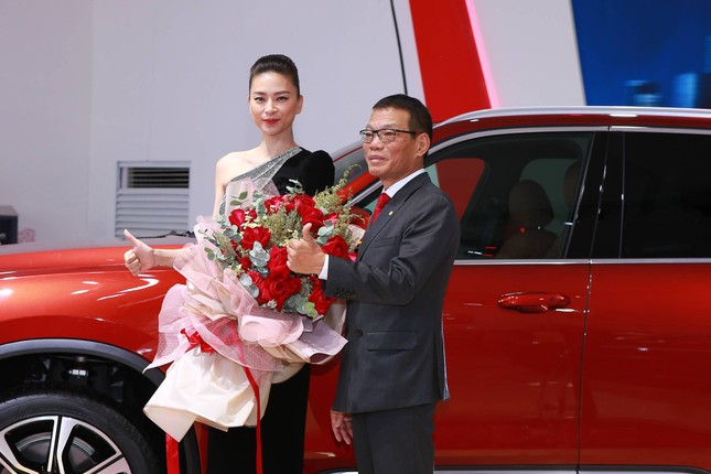 Bàn giao xe Lux SA2.0 giá 1,7 tỷ đồng cho đại sứ thương hiệu Ngô Thanh Vân ảnh 5