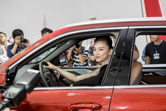 Bàn giao xe Lux SA2.0 giá 1,7 tỷ đồng cho đại sứ thương hiệu Ngô Thanh Vân ảnh 6