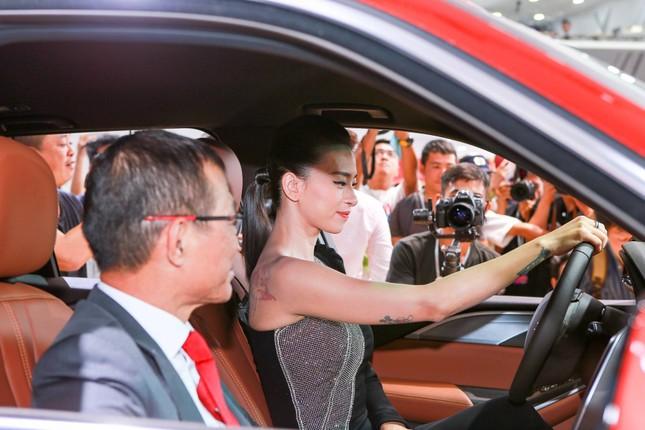 Bàn giao xe Lux SA2.0 giá 1,7 tỷ đồng cho đại sứ thương hiệu Ngô Thanh Vân ảnh 7