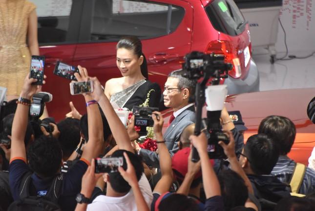 Bàn giao xe Lux SA2.0 giá 1,7 tỷ đồng cho đại sứ thương hiệu Ngô Thanh Vân ảnh 8