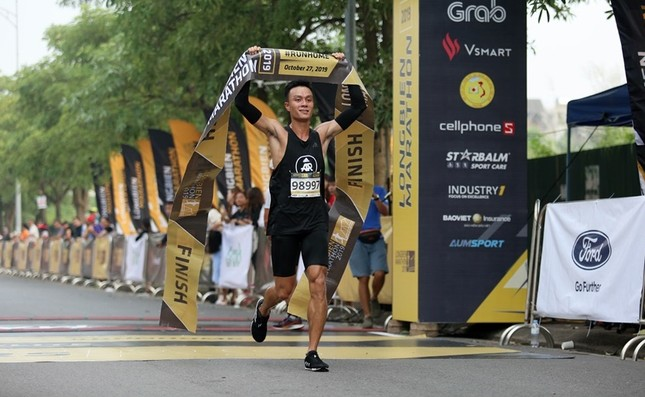 Thành viên nòng cốt của AR Saigon đăng quang đầy ấn tượng tại Longbien Marathon ảnh 1