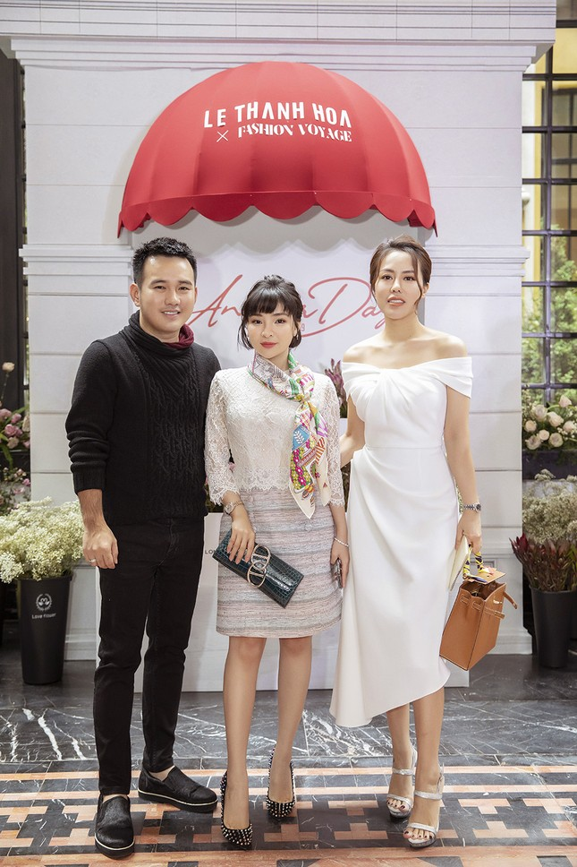 Doanh nhân Vân Nguyễn đọ sắc cùng dàn sao 'khủng' tại show của NTK Lê Thanh Hoà ảnh 1