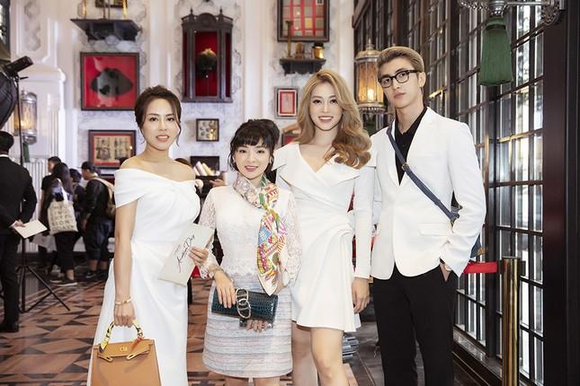 Doanh nhân Vân Nguyễn đọ sắc cùng dàn sao 'khủng' tại show của NTK Lê Thanh Hoà ảnh 3