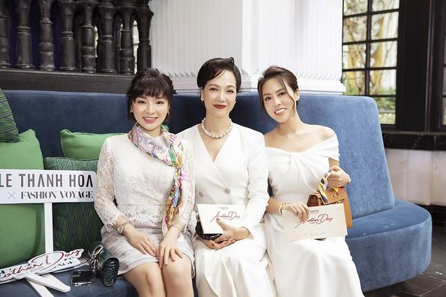 Doanh nhân Vân Nguyễn đọ sắc cùng dàn sao 'khủng' tại show của NTK Lê Thanh Hoà ảnh 6