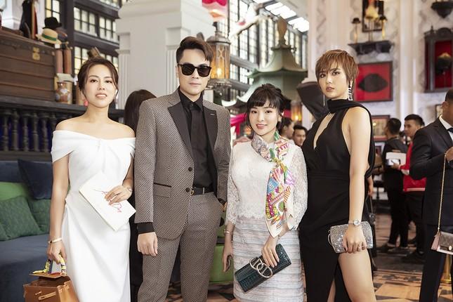 Doanh nhân Vân Nguyễn đọ sắc cùng dàn sao 'khủng' tại show của NTK Lê Thanh Hoà ảnh 7