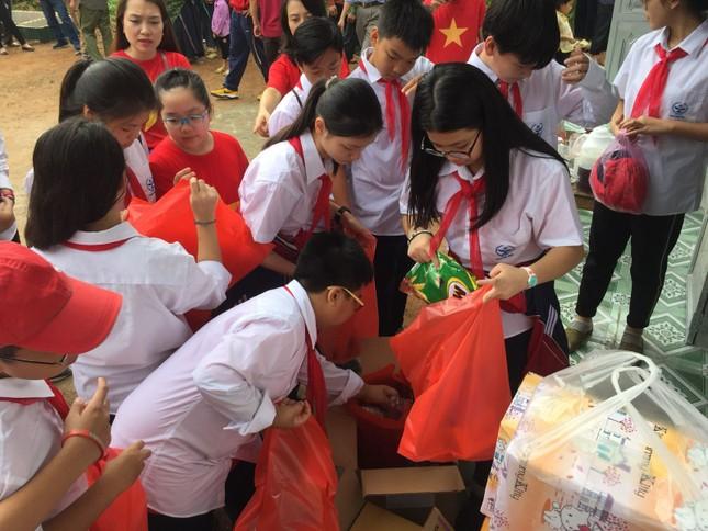 Thầy trò THCS Cầu Giấy vượt 400 cây số đem yêu thương cho học sinh Hà Giang ảnh 5