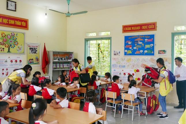 Hơn 1.000 học sinh nhận quà trong 'Ngày Thiện nguyện CapitaLand' ảnh 4