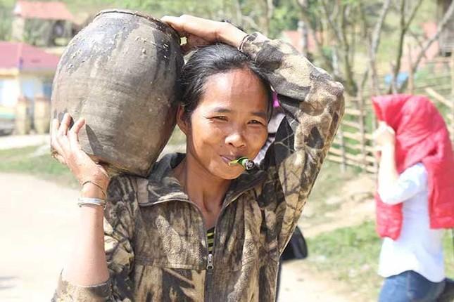 Cuộc sống săn bắt, hái lượm như người nguyên thủy ở bộ tộc kỳ lạ nhất Việt Nam ảnh 4