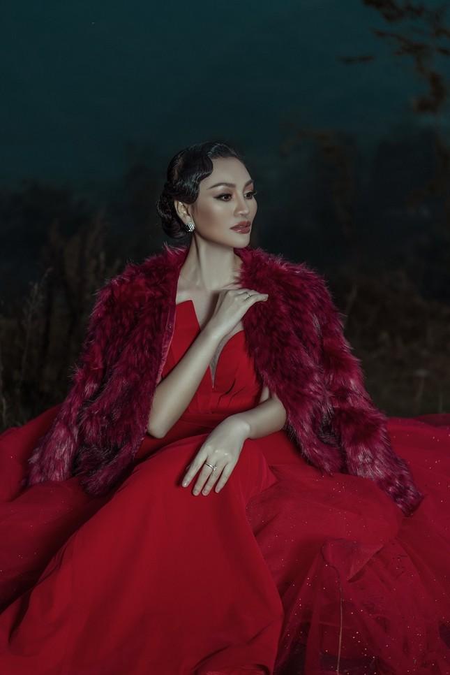 Nữ Hoàng Trần Huyền Nhung quyền lực, ma mị đón chào năm mới 2020. ảnh 3