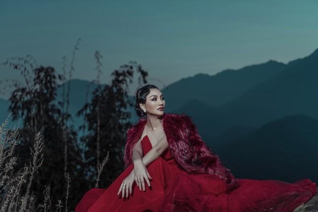 Nữ Hoàng Trần Huyền Nhung quyền lực, ma mị đón chào năm mới 2020. ảnh 4