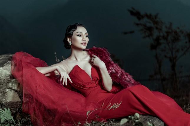Nữ Hoàng Trần Huyền Nhung quyền lực, ma mị đón chào năm mới 2020. ảnh 5