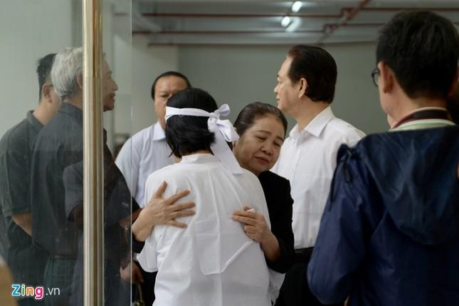 Nguyên Thủ tướng Nguyễn Tấn Dũng đến viếng nghệ sĩ Chánh Tín ảnh 1
