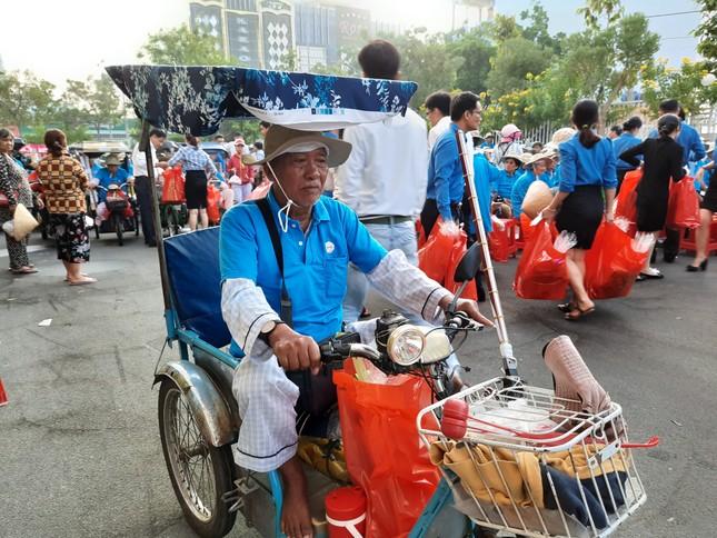 Cty XSKT Kiên Giang: Tặng hơn 1.000 phần quà cho người già và người khuyết tật ảnh 3