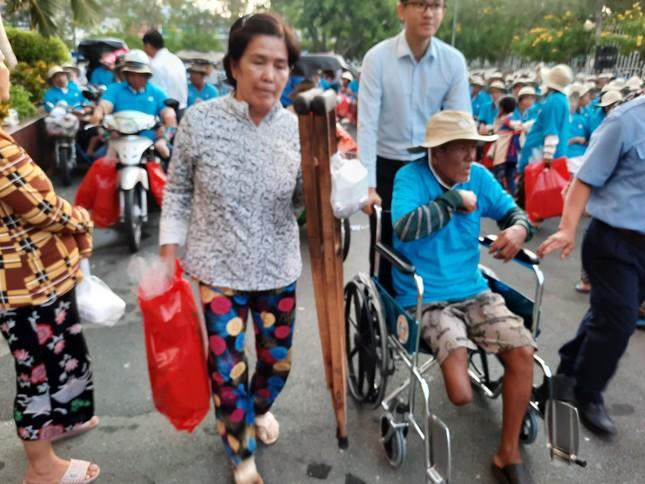 Cty XSKT Kiên Giang: Tặng hơn 1.000 phần quà cho người già và người khuyết tật ảnh 4