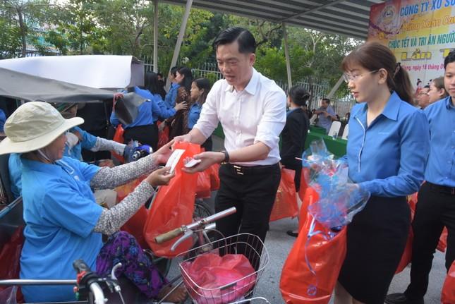 Cty XSKT Kiên Giang: Tặng hơn 1.000 phần quà cho người già và người khuyết tật ảnh 1
