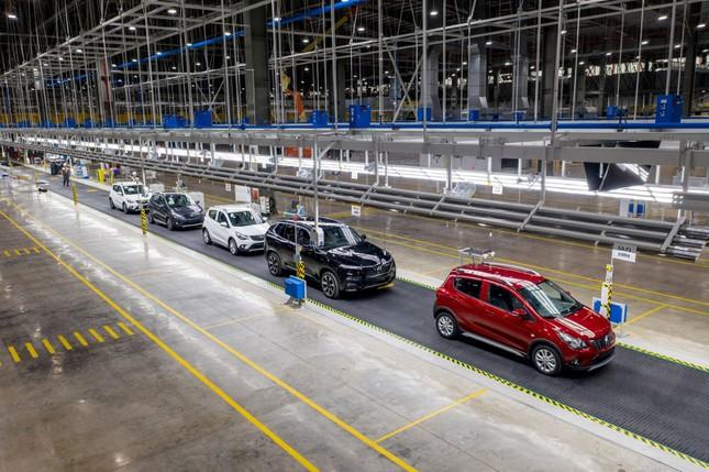 VinFast đã bán được 67.000 ô tô – xe máy điện ảnh 2