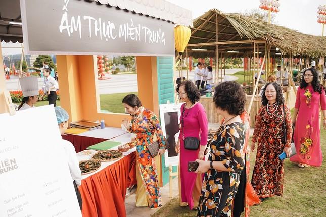 Lạc lối giữa xứ Phù tang tại lễ hội hoa xuân Vinhomes Smart City ảnh 5