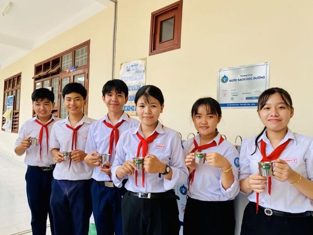 Niềm vui 'nước sạch học đường' trước thềm năm mới tại huyện Bình Đại – Bến Tre ảnh 1