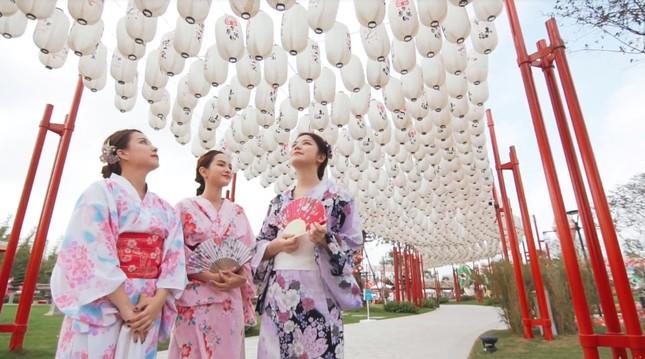 Bắt gặp nhóm bạn thân hotgirl của An Japan tại xứ sở anh đào giữa lòng Hà Nội ảnh 4