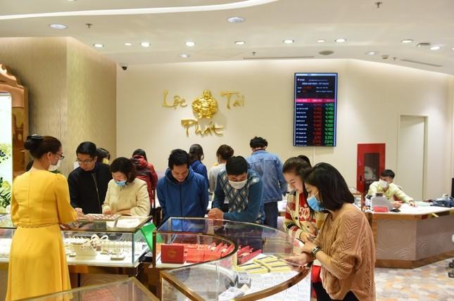 Đến Doji Tower mua vàng thần tài tặng khẩu trang Nhật Bản 3D cao cấp ảnh 3